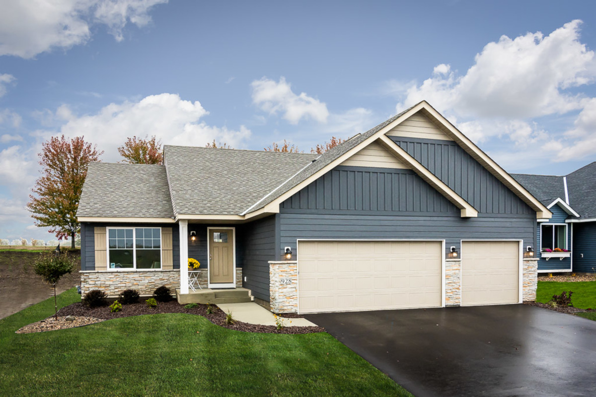 Entry #31: 928 Forest Edge Drive Jordan, MN - Parade of Homes on